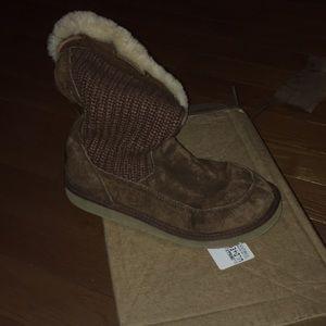 Ugg boots crochet top